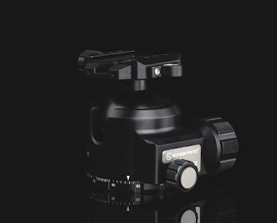 Sunwayfoto XB-52 Low Profile Ballhead - logo/model plate detail