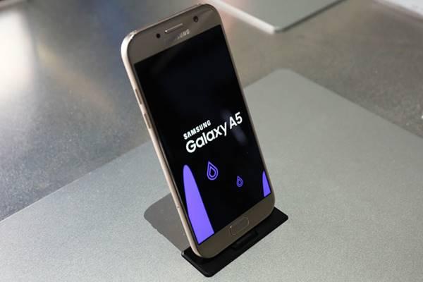 Galaxy A5 2017 tem conector USB Type-C