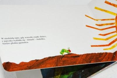 Gąsienica rusza w poszukiwaniu czegoś do przekąszenia