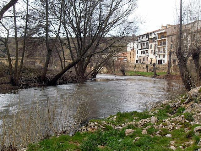 río Arlanza a su paso por Covarrubias, Burgos