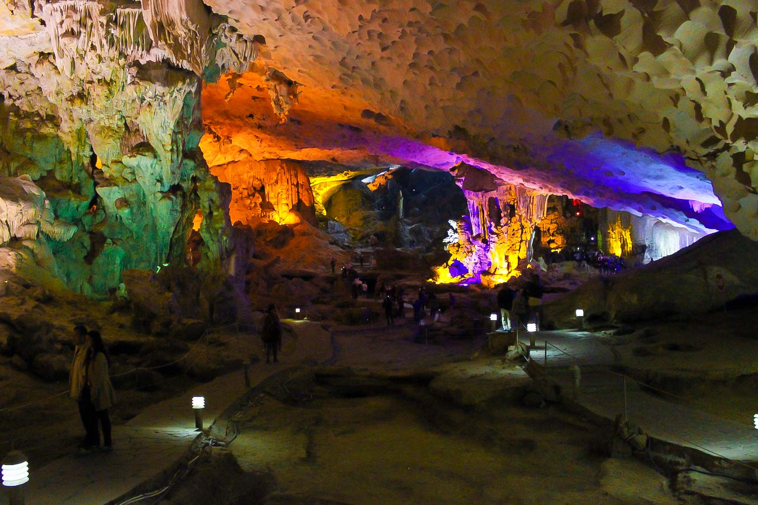 sung sot cave halong bay