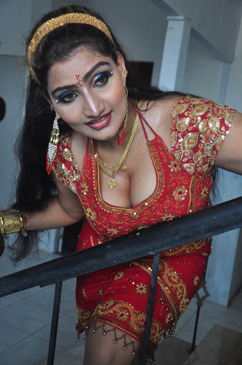 Mallu Actress Babilona Big Boobs Cleavage And Boob Press -1492