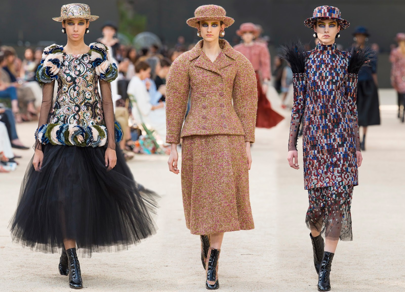 2019 year look- Haute chanel couture fall runway