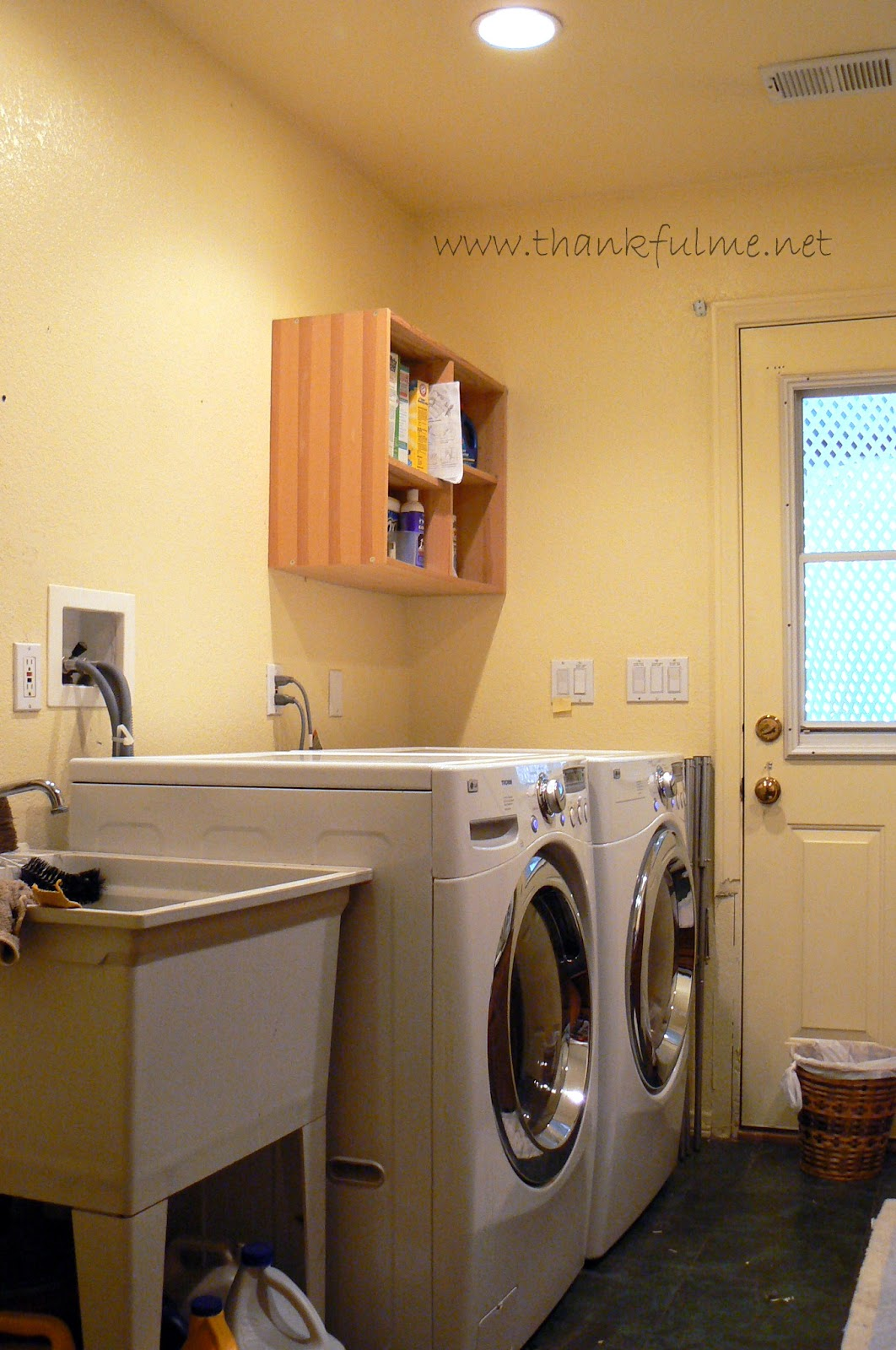 Thankful Me: Tuesday Time to Tackle: Laundry Room Decor