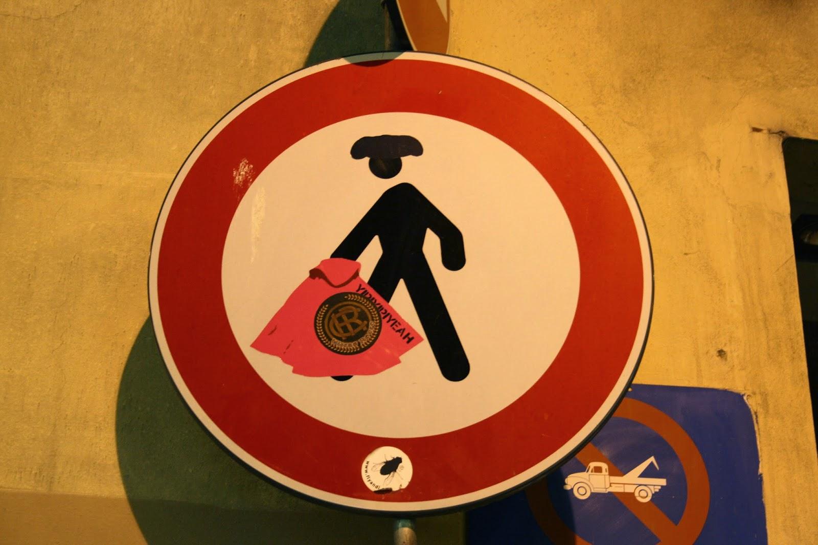Señal de trafico en Florencia por la prohibicion de la tauromaquia