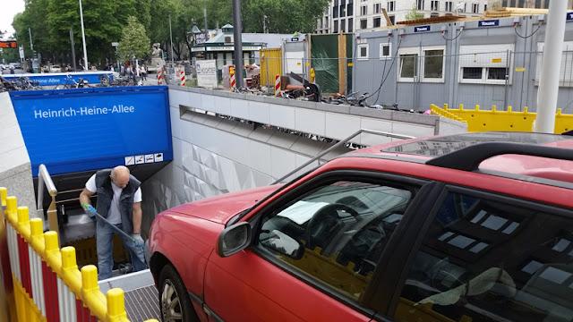 http://www.rp-online.de/panorama/deutschland/unfall-in-berlin-auto-faehrt-in-u-bahn-station-vier-schwerverletzte-aid-1.6846722