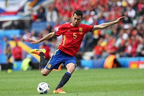 Busquets sắp có trận thứ 100 cho đội tuyển Tây Ban Nha