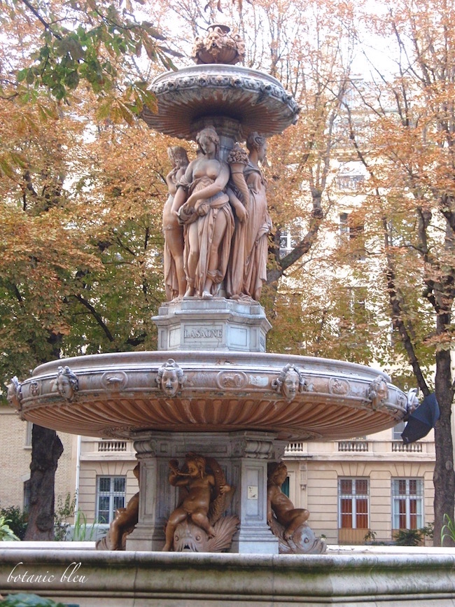 paris-fountain-in-city-park