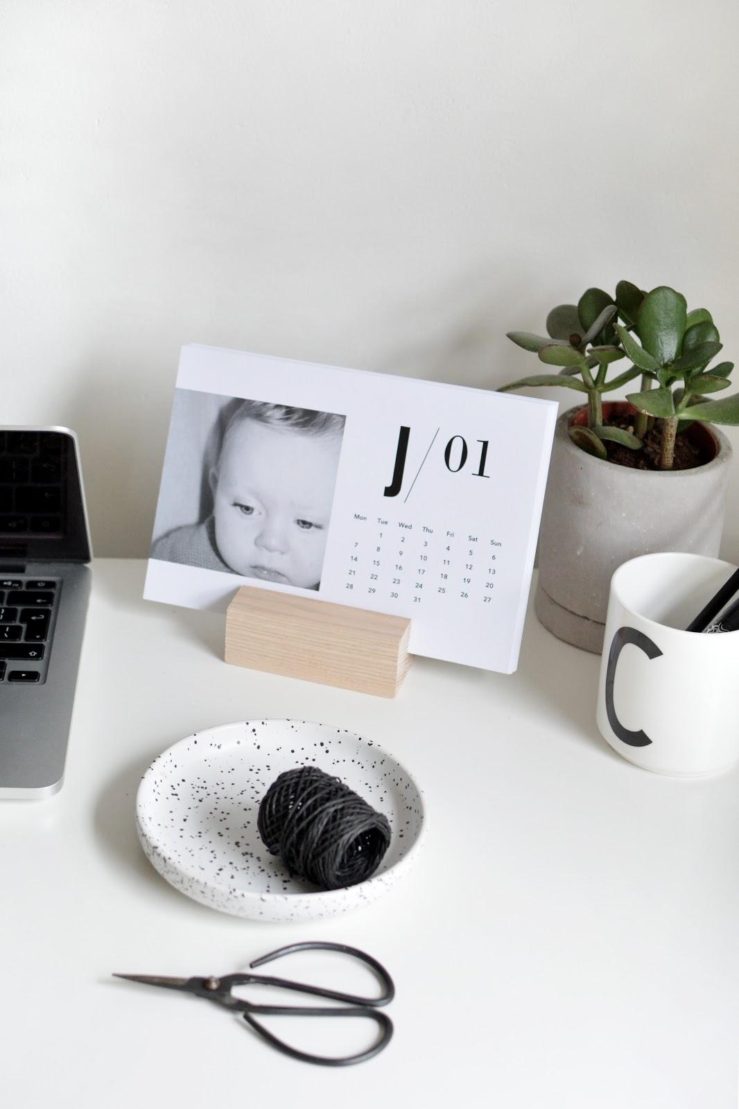 minimal photo desk calendar