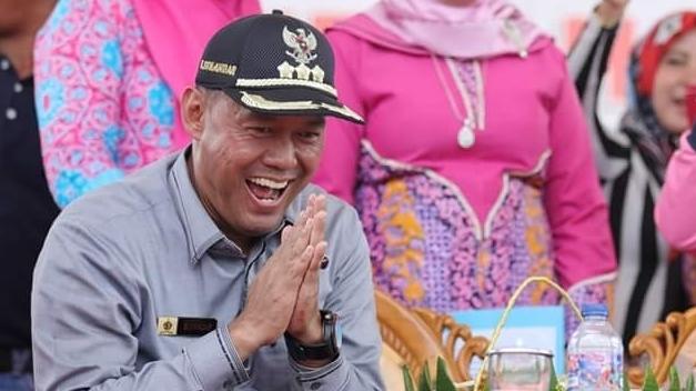 Ulang Tahun Ke-50, Sukandar Dapat Suprise dari Bupati Tanjabtim dan Warga
