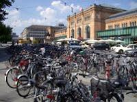 Fahrradmarkt vorm Hauptbahnhof