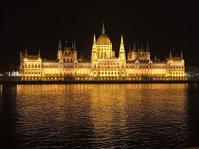 Parlement de Budapest Hongrie la nuit