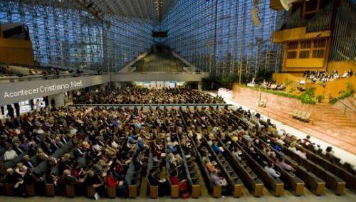 Catedral de Cristal se llena de católicos