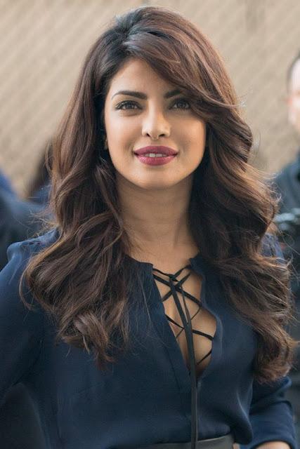 Banyak yang dapat dikatakan tentang keindahan India, tetapi bersama dengan Priyanka Chopra adalah di antara yang paling mengejutkan dari mereka semua.  Dia cantik dan aktif secara sosial, dan dia diarahkan kembali ke duania film untuk organisasi Alert India yang berhubungan dengan orang-orang kusta pada tahun 2009 silam. Tahun berikutnya ia menjadi Duta besar untuk UNICEF.