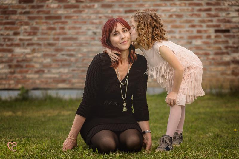 Fotografia di famiglia, mamma e figlia