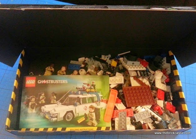 The LEGO Ghostbusters Ecto-1 Car and Minifigures set 21108 Box contents