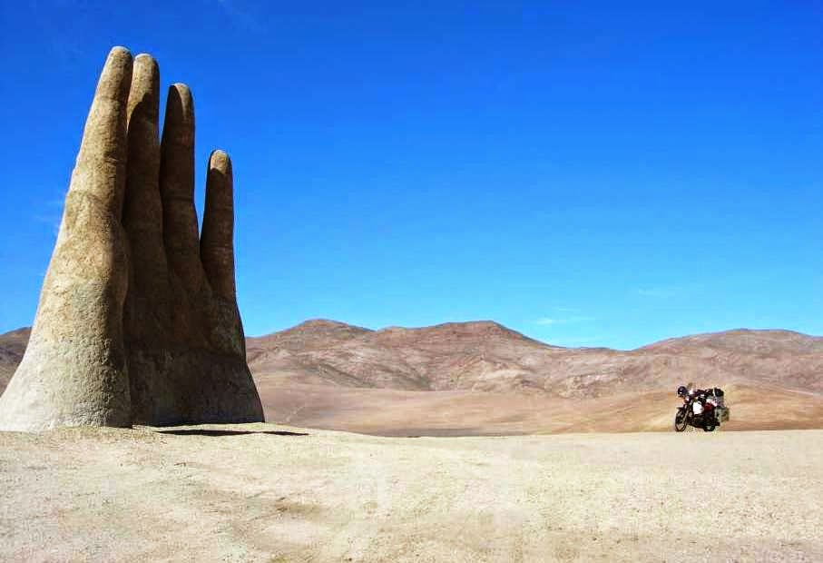 La Mano del Desierto no Deserto do Atacama | Chile