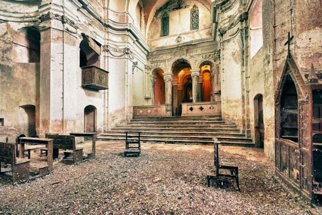 Igreja abandonada na Espanha.