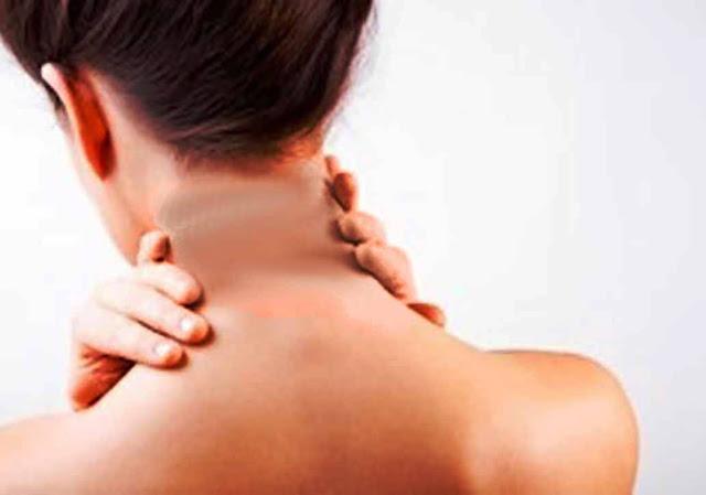 काली गर्दन को करें साफ | Dark Neck Whitening Tips in Hindi