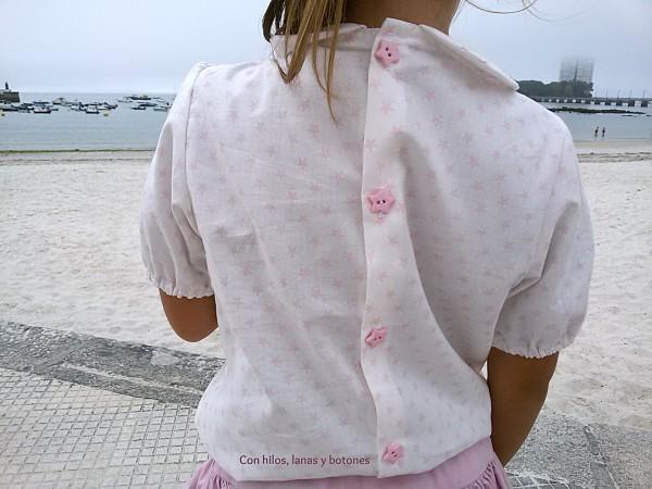 Con hilos, lanas y botones: blusa de estrellas