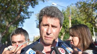 El mandatario se mostró a favor de que las empresas que prestan servicios en Buenos Aires y Capital Federal sean transferidas y que dejen se recibir ayuda de Nación.