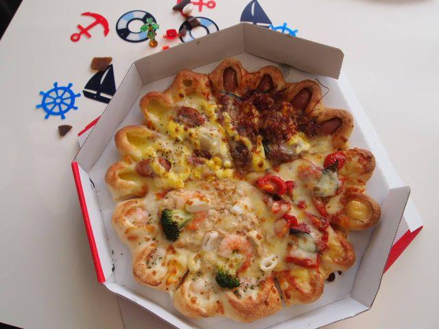Hot Dog Pizza Crust Japan
