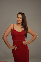 Sonakshi Sinha stunning Red Gown at Nach Baliye Season 8 interview 017.JPG
