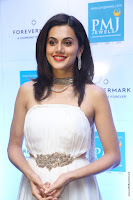 taapsee pannu launches forevermark diamond collection 24.jpg