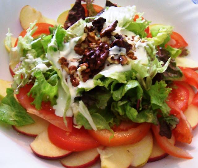 Ensalada de manzana, nueces y salsa de yogur  (Waldorf Salad) Receta