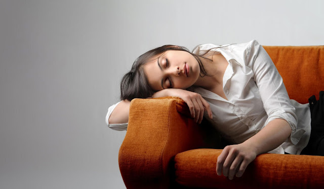 Γιατί μας πιάνει υπνηλία σε βαρετές καταστάσεις;