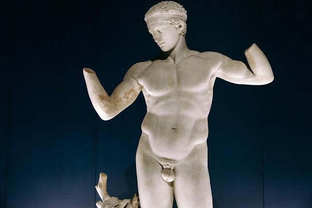 1829: Ο παπάς που θυμιάτιζε τα αρχαία αγάλματα