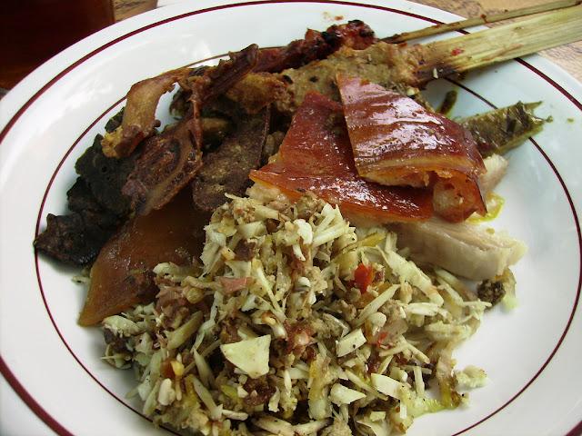 Lawar Kuwir adalah Makanan Khas Bali