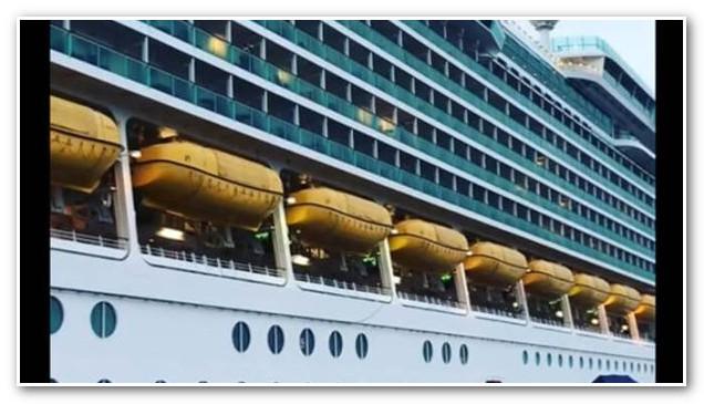 سفينة ضخمة ترسو بميناء أكادير