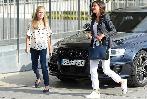 Queen Letizia wore a Massimo Dutti denim Jacket, Superga sneakers, Carolina Herrera bag. Princess Leonor wore a polka dot blouse