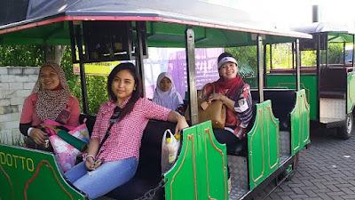 ramai ramai naik kereta mobil wisata indonesia malang batu secret zoo dan eco green park jatim nurul sufitri mom lifestyle blogger
