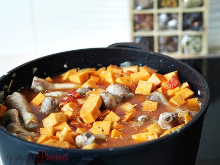 potrawka z kurczaka w sosie z orzeszków ziemnych