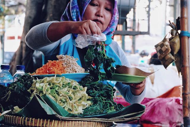 kuliner pecel sayur di pasar beringharjo