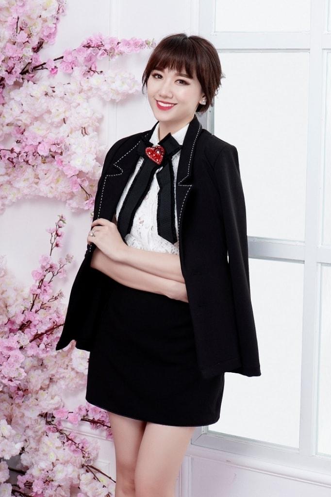 Hari Won khoe dáng với phong cách thanh lịch, nữ tính -2