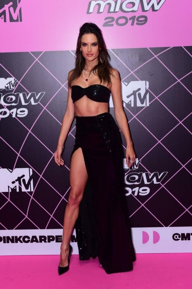 Alessandra Ambrosio At MTV Millennial Awards Pink carpet