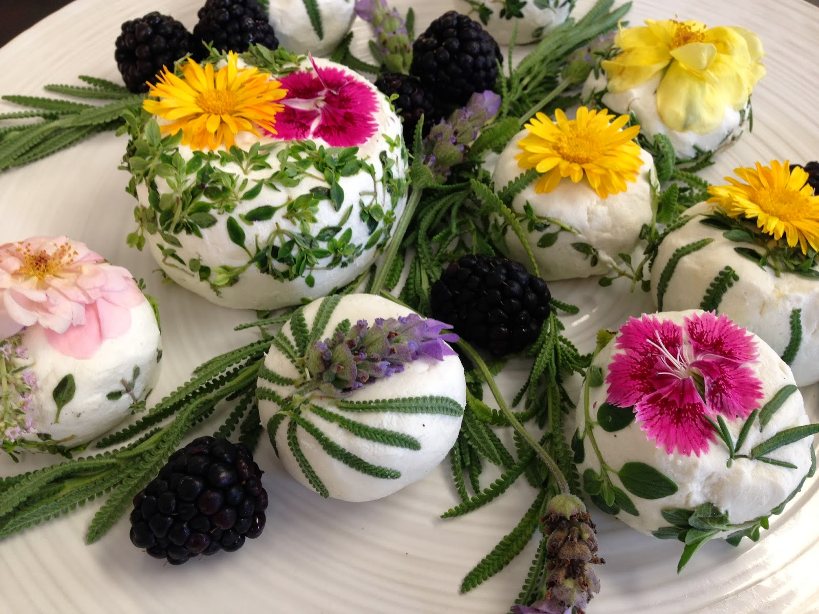 25 Ways to Put Edible Flowers on the Table/ The View from Great Island 13