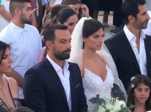 a1d04a0ea3cb Σάκης Τανιμανίδης - Χριστίνα Μπόμπα  Ο λαμπερός γάμος τους στη Σίφνο ...