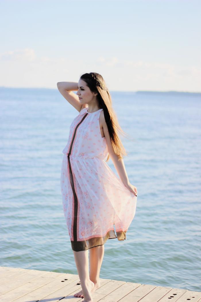 Beach outfit fashion blogger
