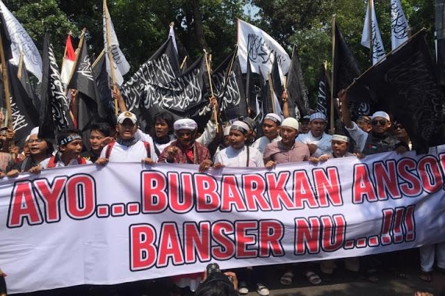 Massa Aksi Bela Tauhid di Depan Kantor Wiranto: Bubarkan Ansor dan Banser NU!