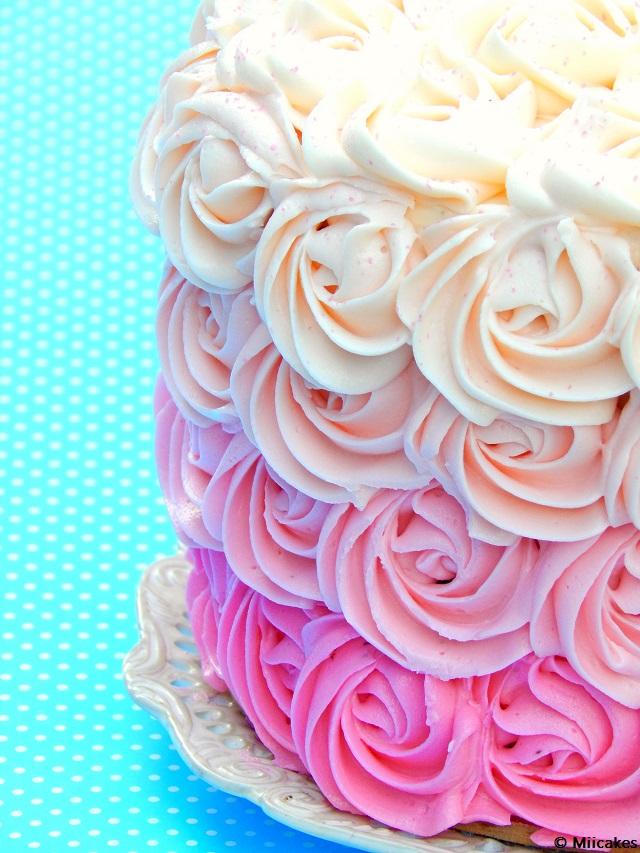 Torta De Chocolate Húmedo Y Rosas De Buttercream Miicakes