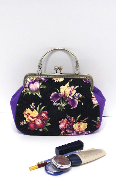 742989937d04 Яркая женская сумка с ирисами