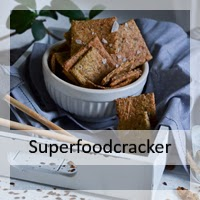 http://christinamachtwas.blogspot.de/2016/04/superfood-cracker-ausversehen-glutenfrei.html