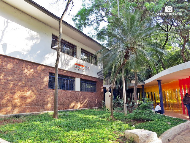 Vista da entrada da Biblioteca Monteiro Lobato - Vila Buarque - São Paulo