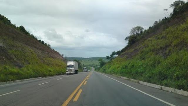 Caminhão carregado com coco é roubado na BR-101, em Alagoinhas