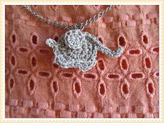 free crochet elephant pendant pattern