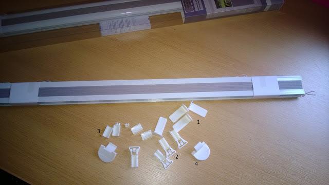 Plissee mit allen Einzelteilen die zur Montage gebraucht werden.